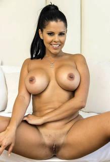 Milf desnuda con fotos de sexo de tetas grandes.